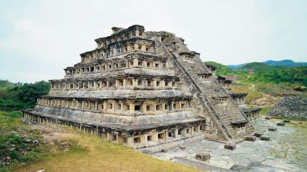 mexico-veracruz-state-el-tajin-archaeological-site-pyramid-of-niches-totonac-civilization (1)